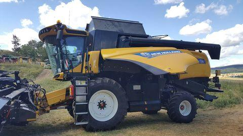 New Holland CX7.90 Elevation