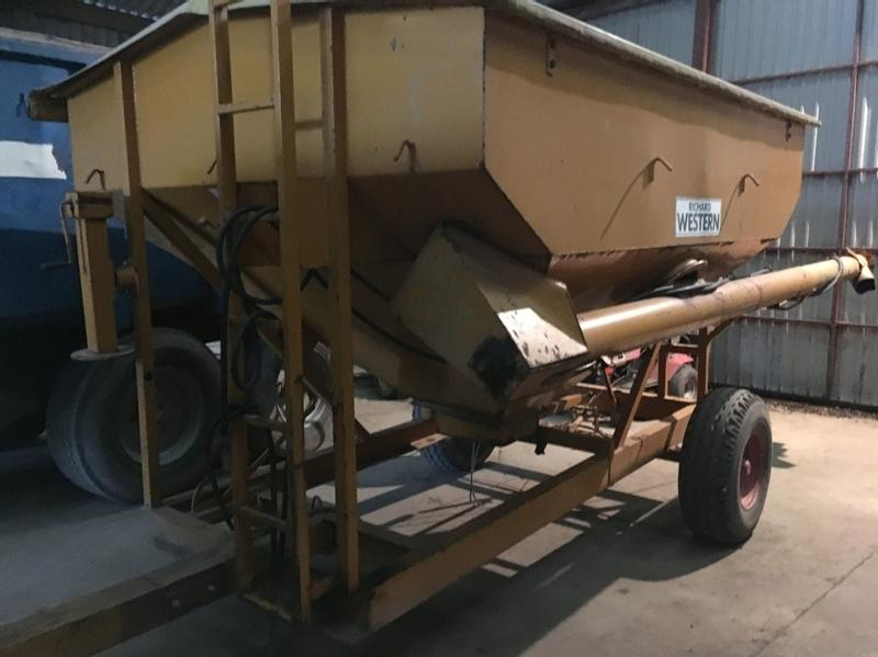 Richard Western 4ton drill/bulk filling trailer