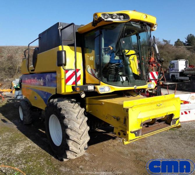New Holland CSX7040