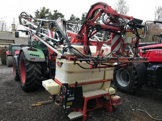 T805716A - Kuhn Deltis 1200 Lt Mounted Sprayer