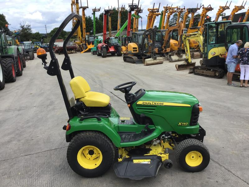 John Deere X740 ULTIMATE RIDE ON MOWER