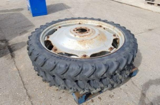 PAIR OF 210/95 R44 ROWCROP WHEELS