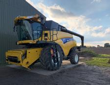 New Holland CR9080 Elivation Combine