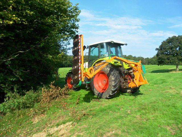 HEDGECUTTER TO HIRE
