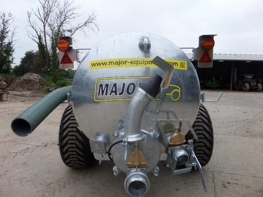 Major  1700 GALLON VACUUM TANKER