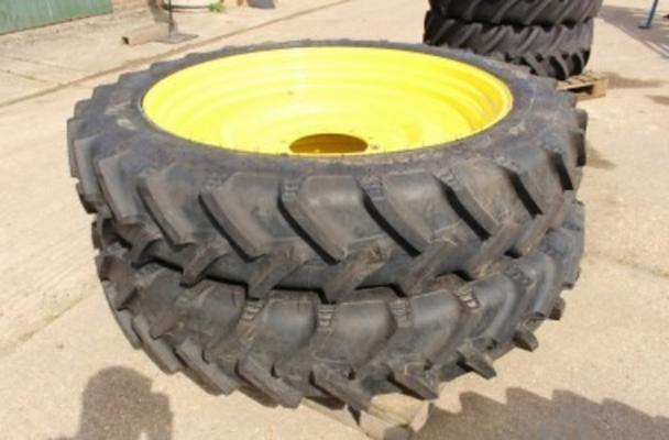 300/95 R46 JOHN DEERE WHEELS