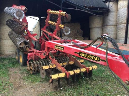 Väderstad 2001 VADERSTAD CARRIER CR650 6.5M CARRIER C/W LEADING DISCS AND CAST RINGS.