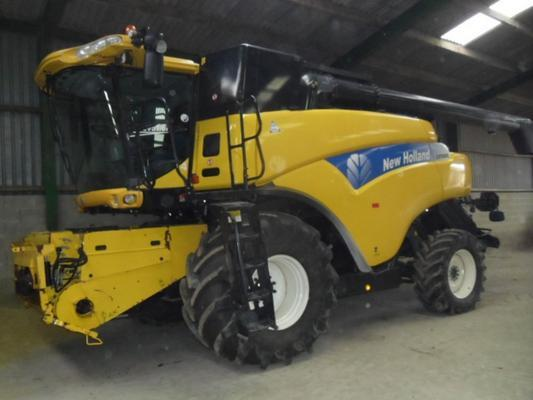 New Holland Used  CR9080 4WD Combine