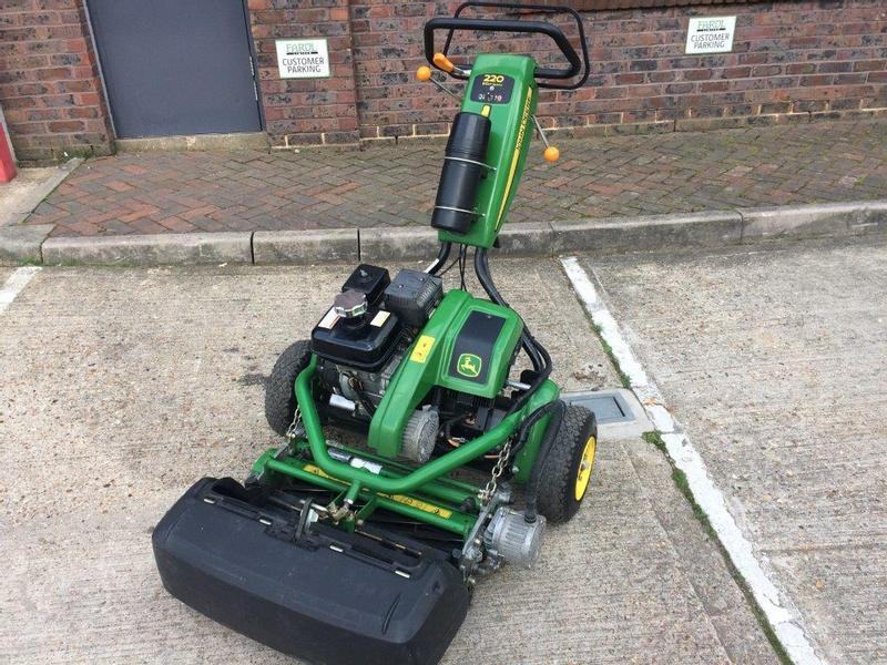 John Deere 220E Greens Mower