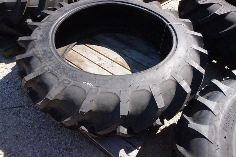 Goodyear 13.6 - 36 Super Traction