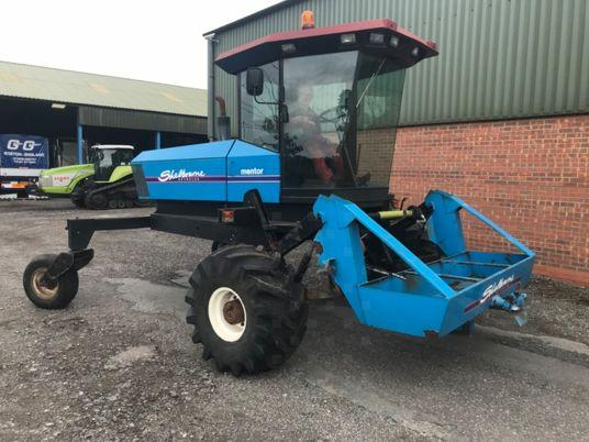 1999 used windrower shelbourne MacDon d'occasion