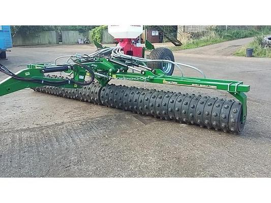 Simba 2014  GREAT PLAINS 6.6M SINGLE PRESS C/W AQUEELL II RINGS AND STOCKS TURBO JET SMALL SEEDER.
