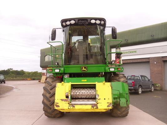 John Deere Self-Propelled Forage Harvesters John Deere 7750