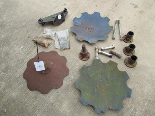 Other Spaldings Disc Tool Bar Miscellaneous Assortment of Parts