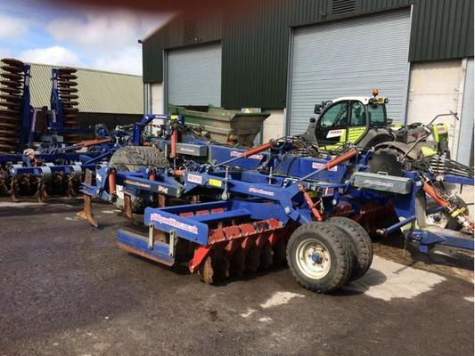 2012 WATKINS 6M QUAD TILL CULTIVATOR C/W 2 ROWS OF DISCS,10 PRO LIFT TINES, KONSKILDE VIBROFLEX TINES AND DD REAR PACKER