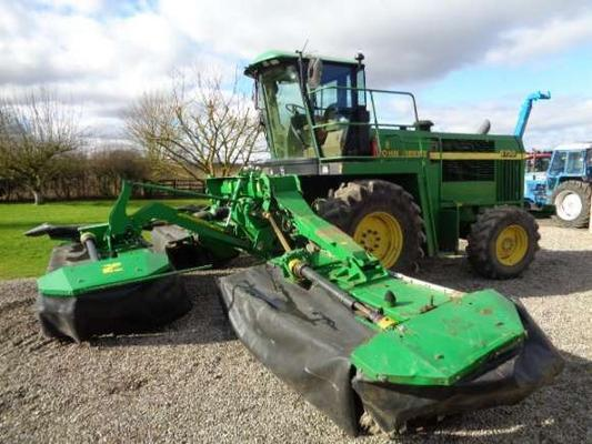 John Deere Used  6750 C/w Triple Mowers