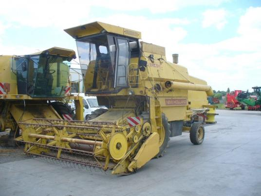 New Holland A VENDRE PIECES DATACHEES MOISSONNEUSE BATTEUSE 8040