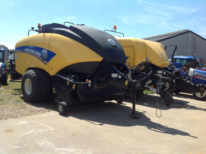 New Holland BigBaler 890 Crop Cutter