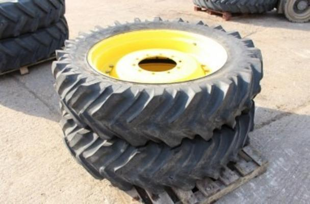 John Deere Set of 4 350/90 & 13.6 x 36 Rowcrop wheels
