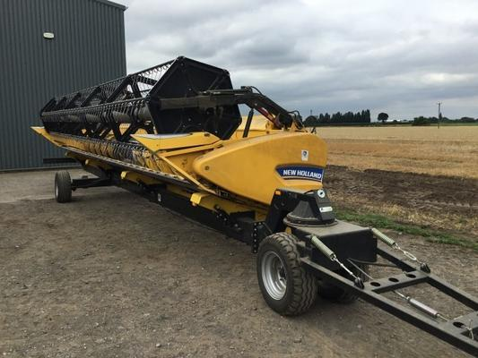 New Holland  CR9080 COMBINE HARVESTER