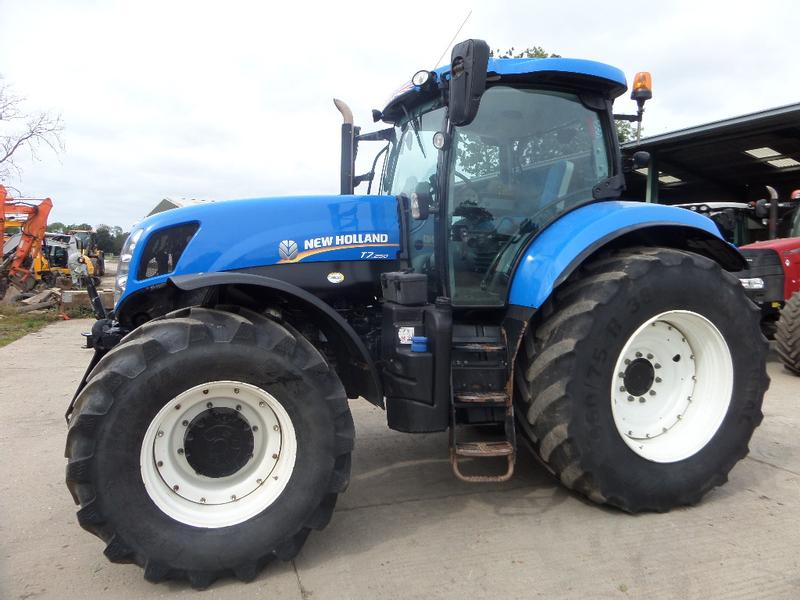 New Holland T7-250 TRACTOR