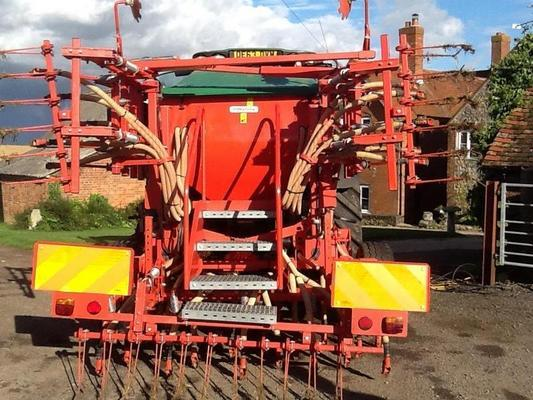 Other 2012 MASCHIO PRIMAVERA 4M MOUNTED TINE DRILL C/W 1500 L HOPPER,HYD DRIVE,MULTI-CONTROLLER TRAMLINING,REAR STEPS