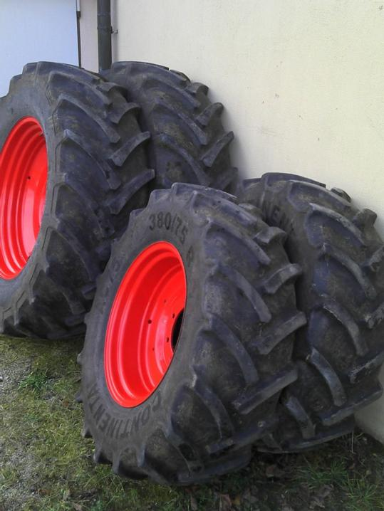 Used wheels by Fendt.